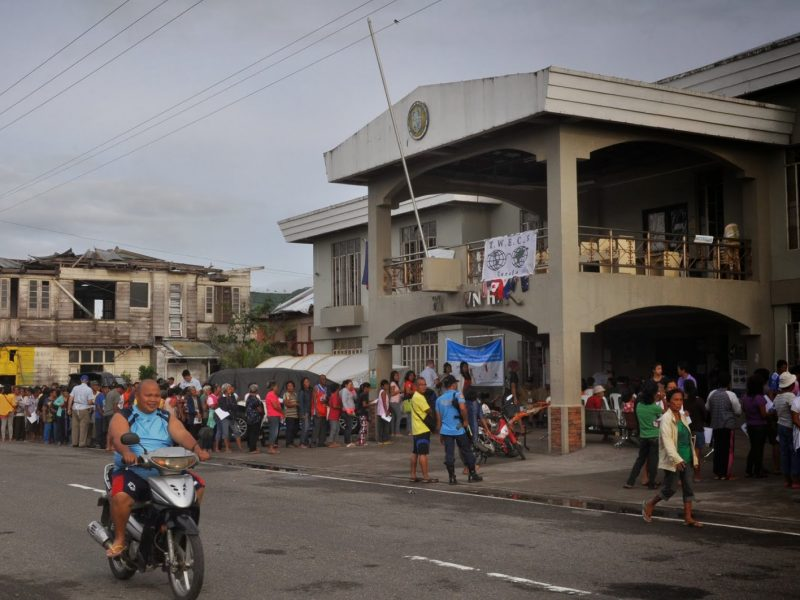 Tanauan crowd outside